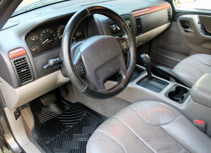1999 Jeep Grand Cherokee Laredo (14) (700x507)
